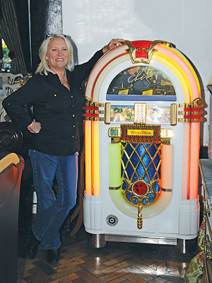 Martina Cole at jukebox