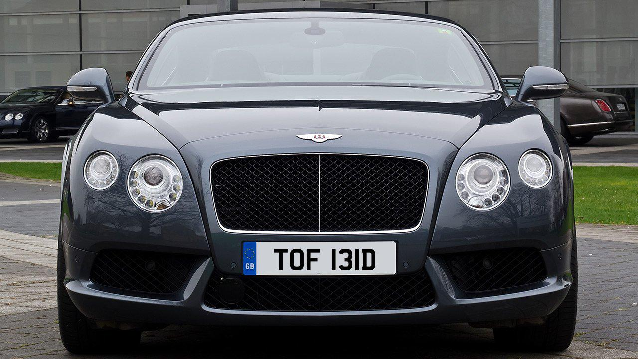 Car displaying the registration mark TOF 131D